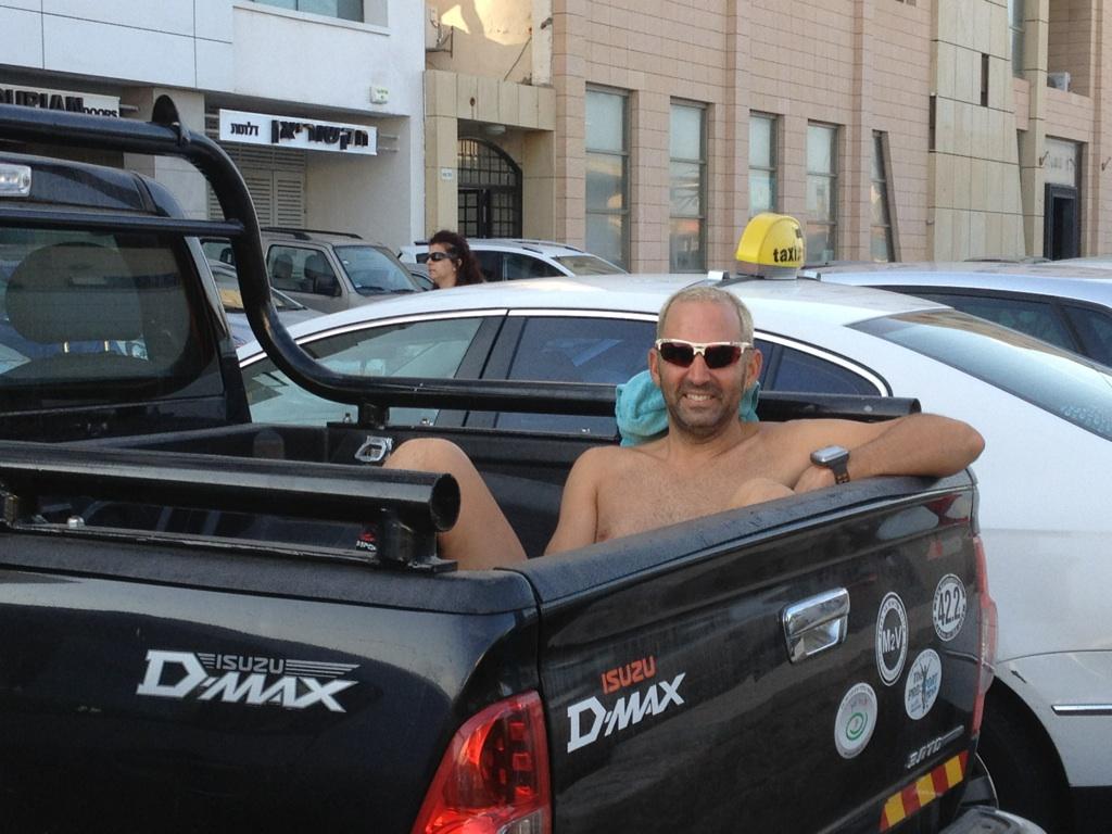 נמל תל אביב, אחרי 21 קמ - נח באוטו של שחר 2