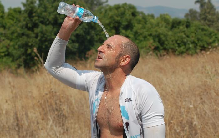 עם מים