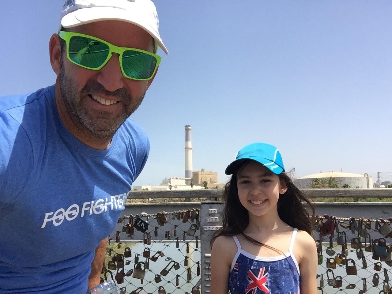 עם מיה בנמל ת ל- אביב (2)