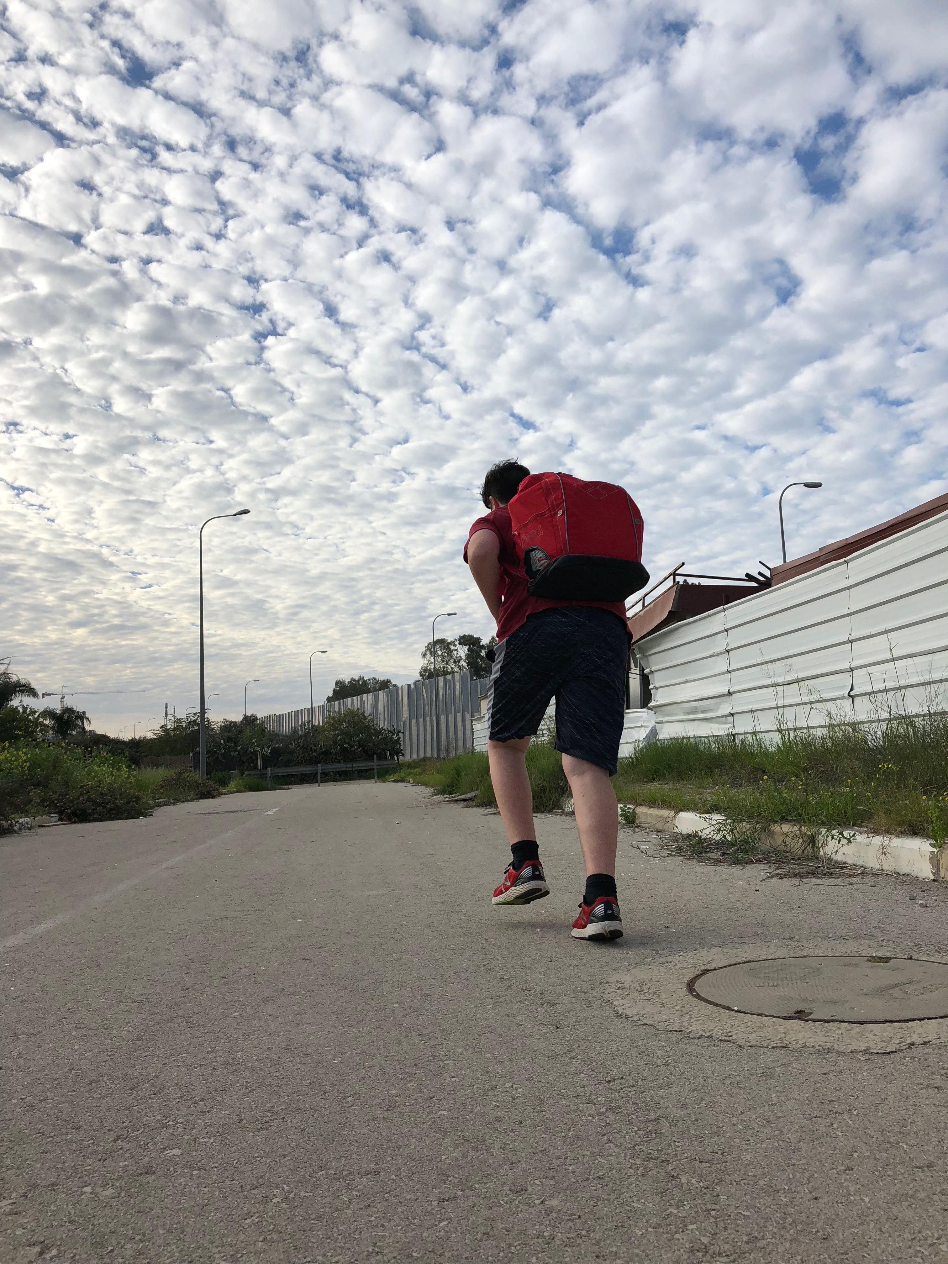 אימון סיירות עם תיקים על הגב