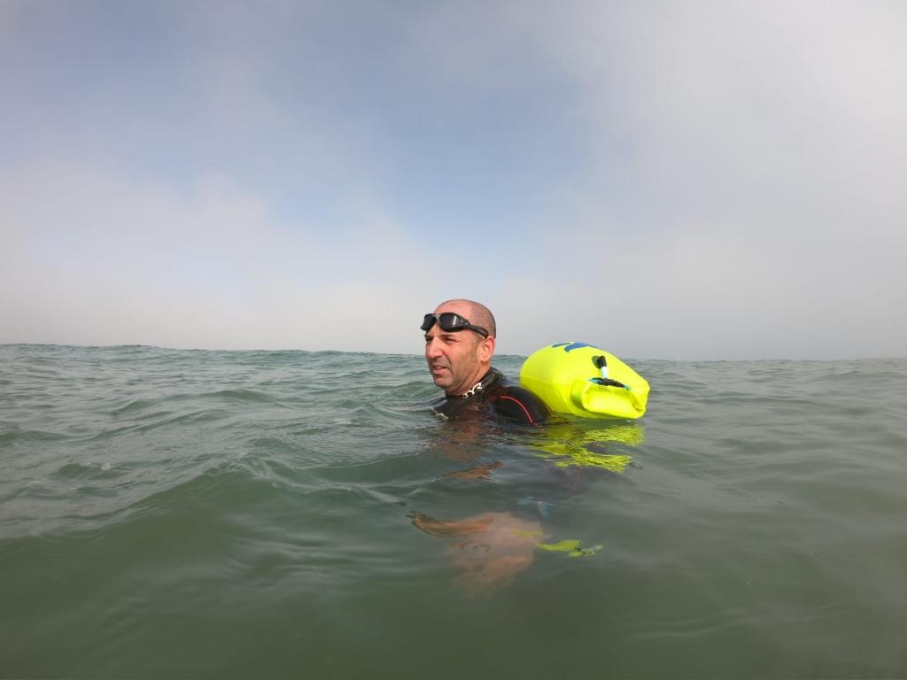 """אימון אישי בשחייה - """"מים פתוחים"""", חוף הצוק"""
