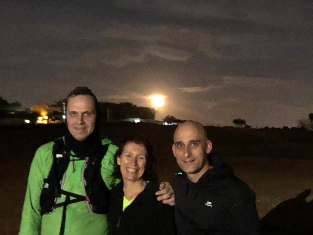 רצים עם הירח